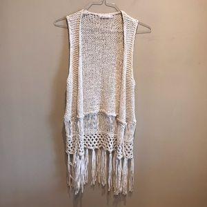 Izzy & Lola Crochet fringe vest Cream Small